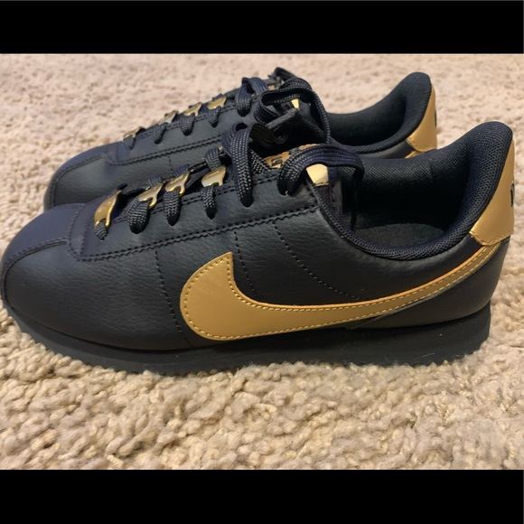 Nike Cortez Basic SL VTF GS Womens Sz 5 Black/Gold